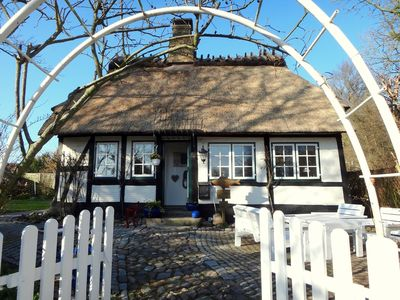 Photo for Charming thatched cottage for couples with woodburning stove, parking and WiFi