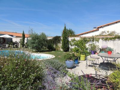 Photo for Quiet family home in a garden 10 minutes from the old port and the Ile de Ré