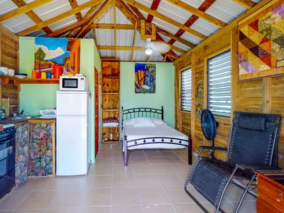 Relaxing, affordable cabana with free WiFi close to the beach & town!