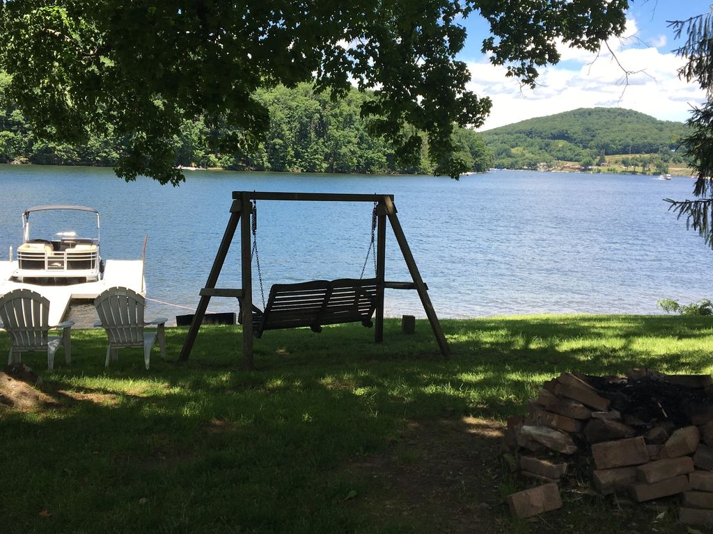 Lake Front 4 Bedroom Home With A Dock Centr... - VRBO