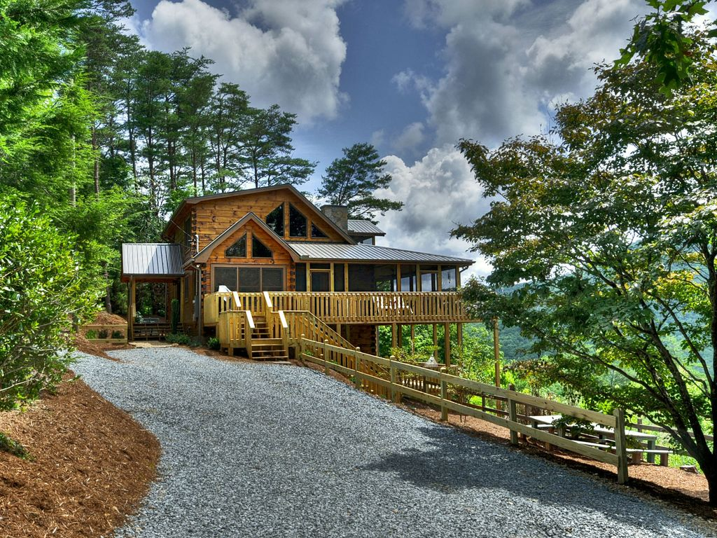 Amazing mountain views best in blue ridge hot tub for Luxury pet friendly cabins in north georgia