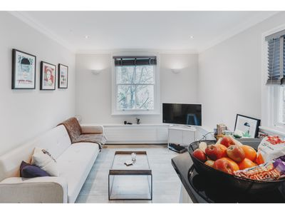 Photo for Beautiful 1 Bedroom in Knighstbridge, London, Sleeps 3