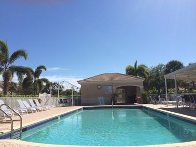 Photo for Lovely 3Bed/2Bath 1st floor end unit condo in Naples, FL