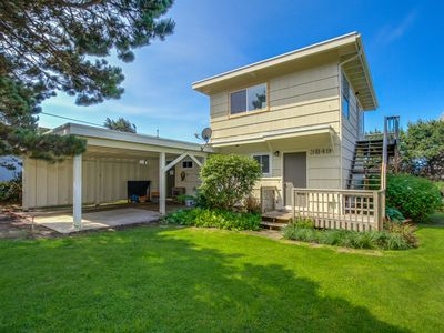Cozy home with ocean view, entertainment & nearby beach access
