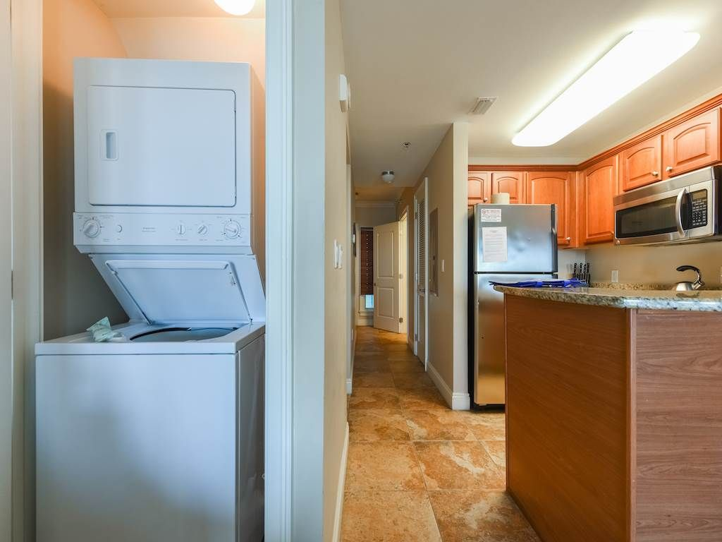 newly renovated 2 bdrm with private lakefront balcony *Carillon Beach Inn F508*