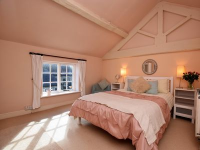 Photo for 1BR Cottage Vacation Rental in Clifton