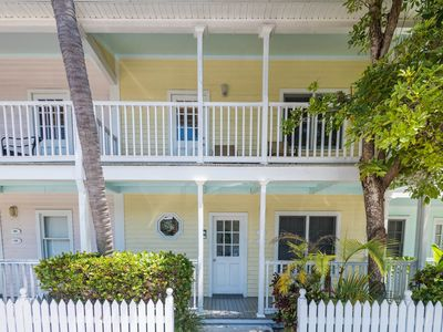Photo for Sunny tropical condo with a shared pool, close to all of the beachside action