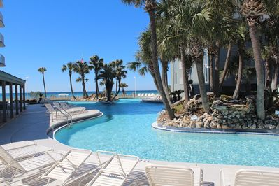 *** Lagoon Pool *** with 2 Palm Tree Island with water fall's.