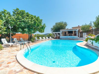 Photo for Apartment in Mediterranean Villa with Wi-Fi, Garden and Pool