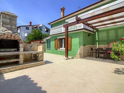 Photo for Holiday house Pula for 1 - 5 persons with 3 bedrooms - Holiday house