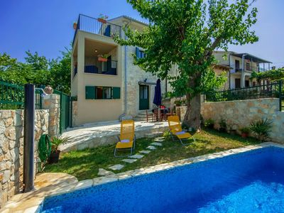 Photo for Cozy cottage with fenced garden and pool, 10 km from Porec and beach