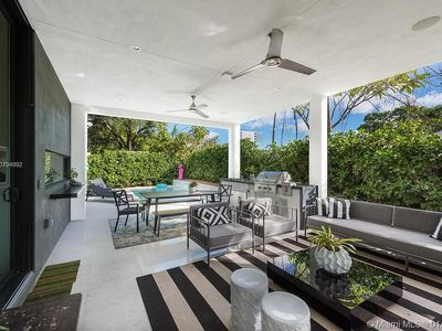 Brand New Lux Villa sleeps 10 in Miami's Design District with Pool
