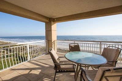 fantastic oceanfront view for informal dining