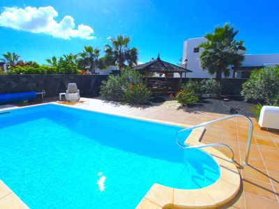 Photo for Beautifully refurbished 3 bed detached villa with private pool and Bali house