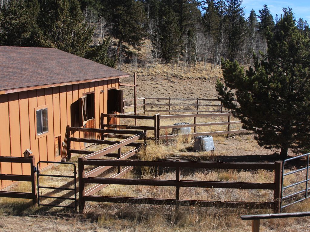 Beautiful Secluded Log Cabin On 10 Acres 24 Miles From