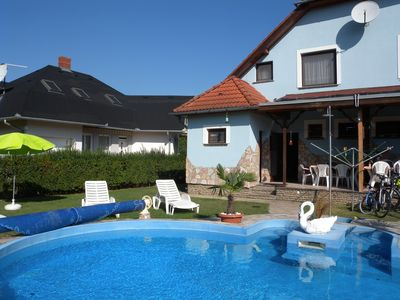 Holiday house with heated pool and the beach