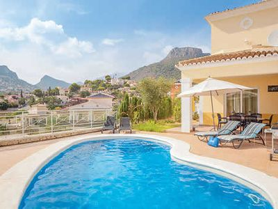Photo for Contemporary and cheerful villa w/ air conditioning close to the beach