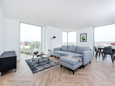 Photo for Brand new 2 bed apartment with great views!
