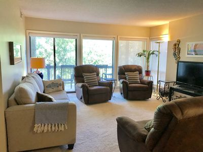 Walk-in Cliffside Condo Perfect for Two Couples, Sleeps 5–Pool, Tennis & Marina
