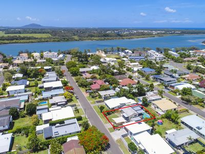 Photo for THE MAROOCHY WATERS BEACH HOUSE