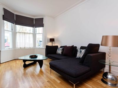 Photo for 4 bed home located in homely Fulham, with tube links into town (Veeve)
