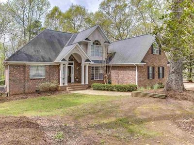 Spacious, country feeling home  in safe convenient neighborhood. 2200sf