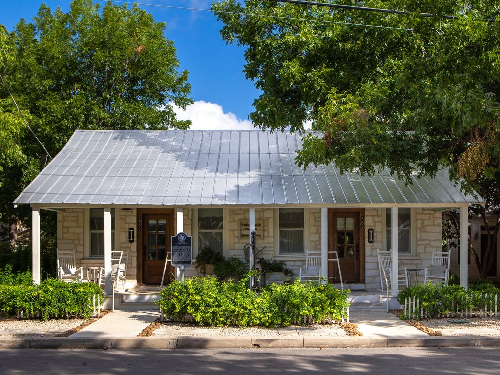 Downtown new braunfels two blocks from the tube chute - 2 bedroom suites in new braunfels tx ...