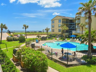 Free 14 day Cancellations-Victorian Resort-on the seawall with beach views