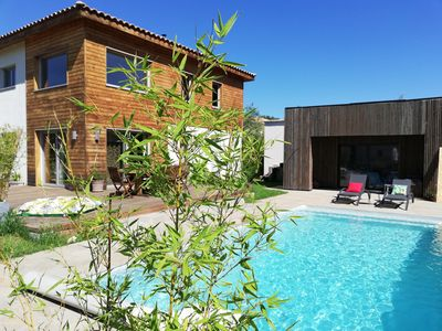 Photo for Wooden house with private pool, quiet between Montpellier, Nîmes and the sea.