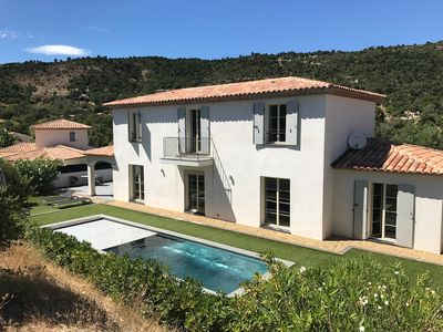 Photo for Recent, luxurious and air-conditioned bastide at 19 km from Saint-Tropez.