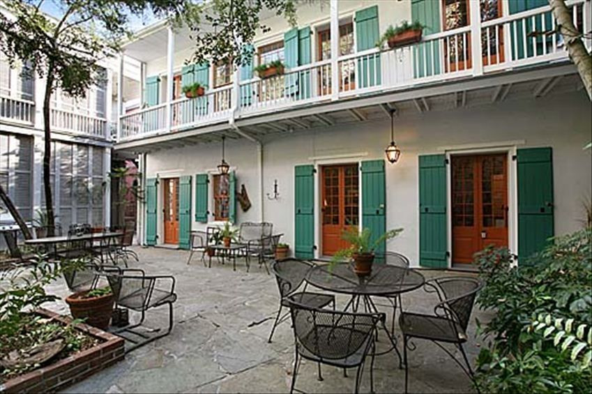 French Quarter 3br Courtyard Bungalow