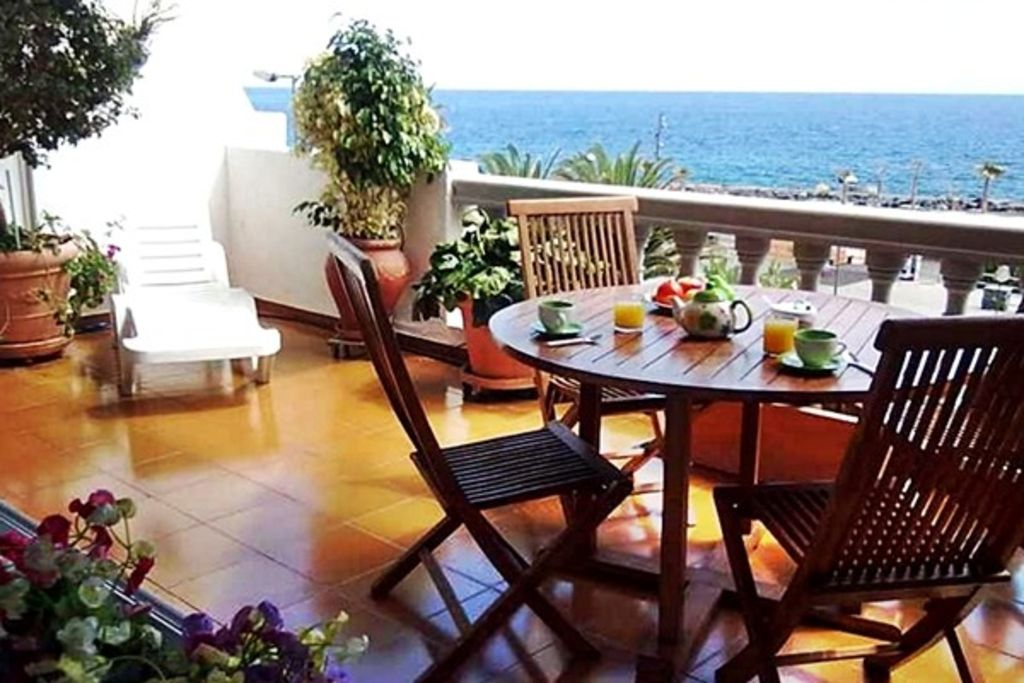 Candelaria 100 beachfront free homeaway candelaria for Free virtual home tours online