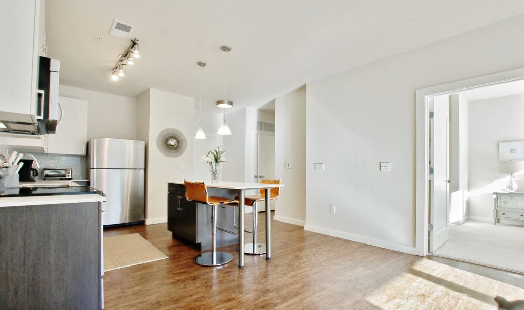 Property Image13 GORGEOUS APARTMENT IN INMAN PARK