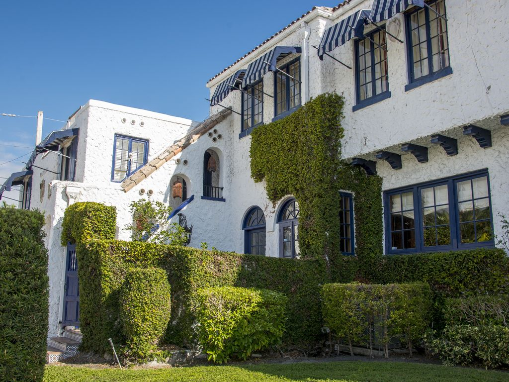 Breath taking historic young mansion by the beach apr and for Hollywood mansion party rental