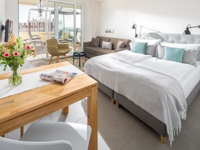 Photo for Quiet studio with sea views over the west beach