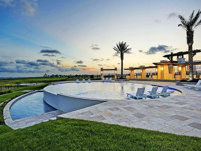 Photo for Waterfront, Gulf-view home with easy beach access - shared pool