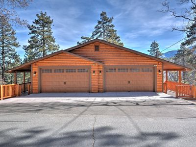 Photo for WHISPERING ASPENS LODGE - NEW BUILD, WALK TO BEAR MOUNTAIN, SLEEPS 14