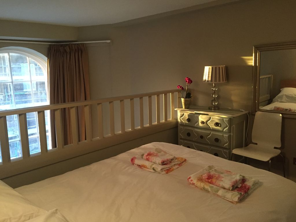 Drummond House apartment is in the heart of the Old Town, carpark, - Old  Town