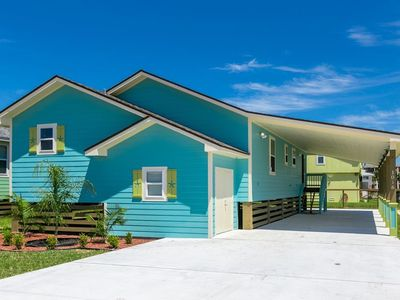 Photo for Beautiful home w/ screened in porch - close to beach/town!