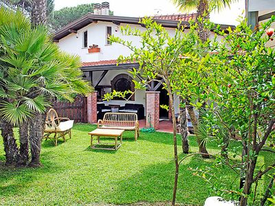 Photo for 4 bedroom Villa, sleeps 8 in Terracina with Air Con and WiFi