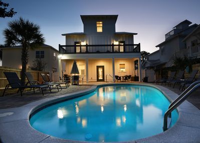 LARGE HEATED AND LIGHTED POOL