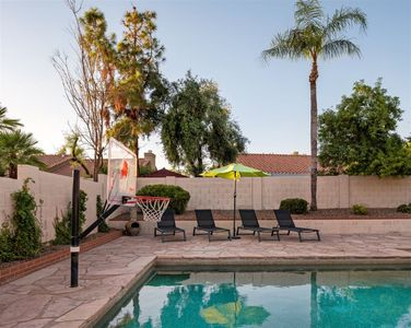 Large private yard with lounge space and pool basketball