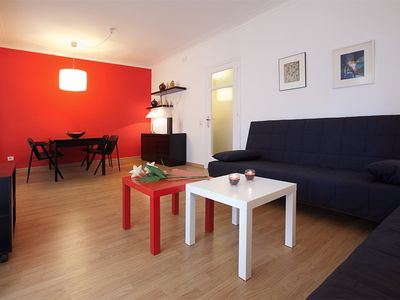 Photo for Red Glow apartment in Eixample Dreta with WiFi, air conditioning, balcony & lift.