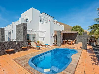 Photo for Attractive villa with semi rural setting, 10 minutes to Puerto del Carmen.