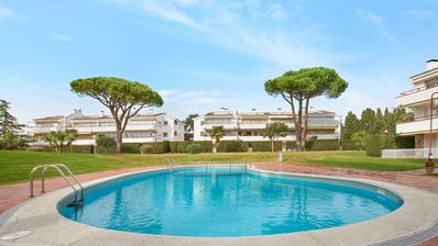 Photo for Apartment with pool near the beach of Calella de Palafrugell