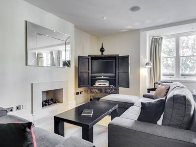 Photo for Sophisticated 2 Bed Flat in Notting Hill