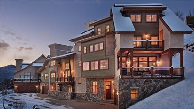 Photo for The exceptional Peaks Grande Chalet close to the Mountain - 8BR