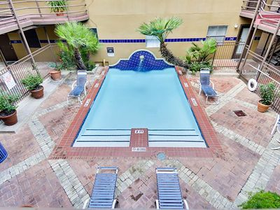 Photo for Huge Multi-Level Condo | Sleeps 10 | Middle Of Dt Austin! Walk Everywhere!