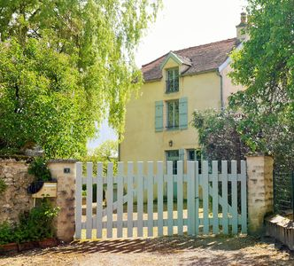Photo for Burgundy - Rent charming rustic house 8 pers. TENNIS