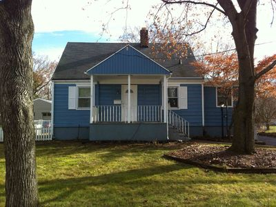 Super Clean Beautifully Decorated House 10 mins from Yale